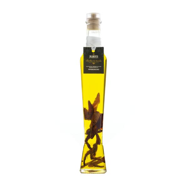 bottiglia di olio aromatizzata al peperoncino