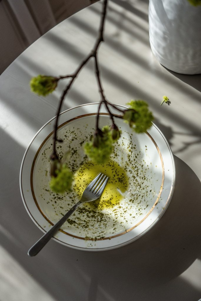 piatto con olio extra vergine di oliva