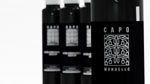 bottiglia di olio con etichetta personalizzata